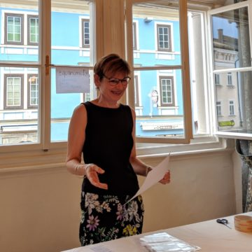 Evaluating an Ice Breaker Speech during Toastmasters Villach's very first Meeting.
